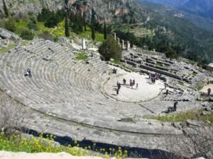 Αρχαιο θεατρο Δελφων